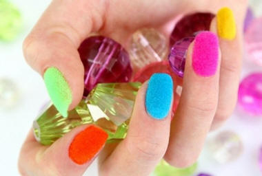 multicolored-velvet-nail-art